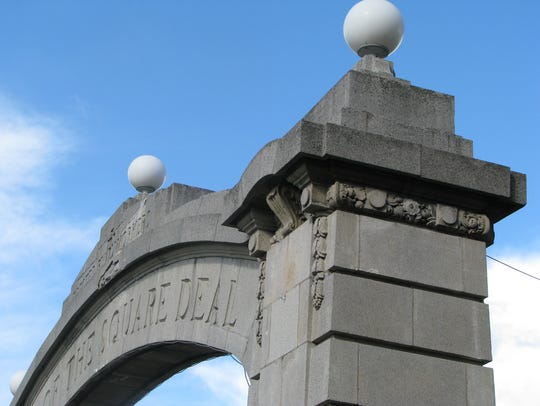 The Square Deal arch between Johnson City and Binghamton.