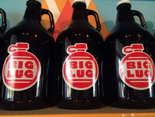 635815548183223081-biglugbeer-growlers