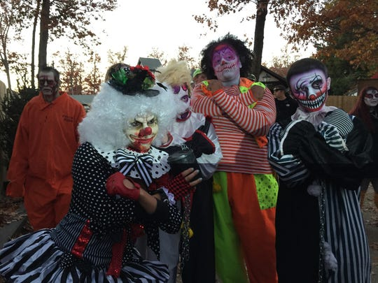 With her Clown Psycho posse, Jax disguised herself as a zombie clown and scared the masses at Six Flags Great Adventure Friday evening.