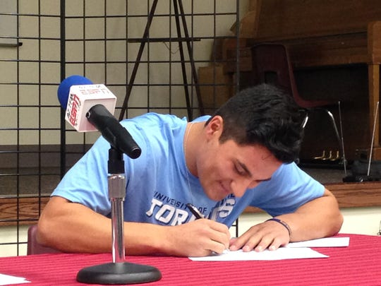 Rykker Tom signs his National Letter of Intent to play baseball for University of San Diego.