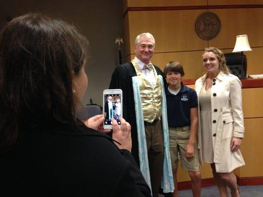 Ashley Hardee, left, snaps a pic of Judge David Silverman,