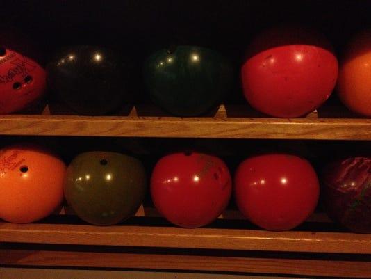635859643601949219-BOWLING-Balls.JPG
