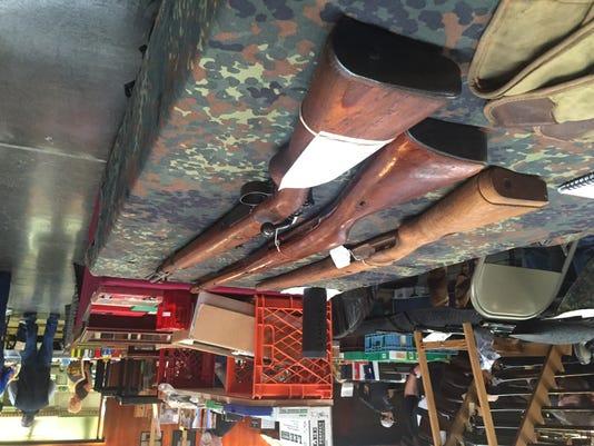 635879573177601277-gun-show-rifles1.jpg