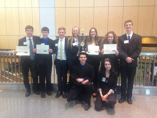 635917373935602673-Lexington-mock-trial-team.JPG