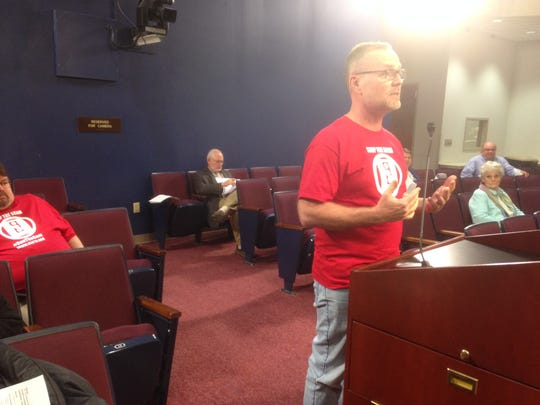 Steve Lane tells Murfreesboro City Council why he opposes red-light cameras.
