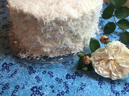 "Coconut cake with the rose ""Sombreuil"""
