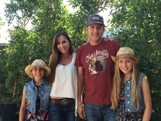 635976304348994053-Stagecoach-Roemer-family-standing.JPG
