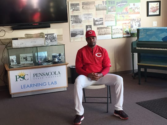 Reds Hall of Fame shortstop Barry Larkin met with Blue Wahoos fans inside WSRE Imagination Station last night at the Blue Wahoos Stadium.