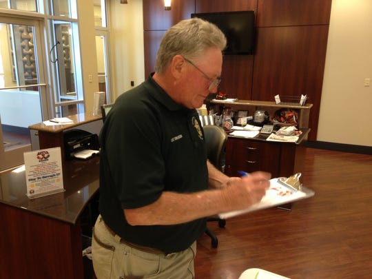 Lee Tomlinson of the Madison County Sheriff''s Office registers to give blood Monday at LIFELINE Blood Services.