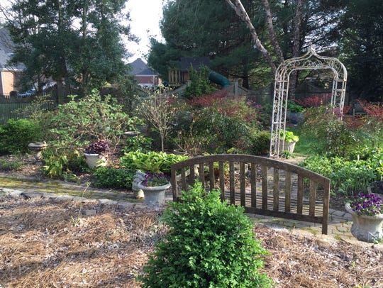 The garden of Jim and Margaret Smith offers several