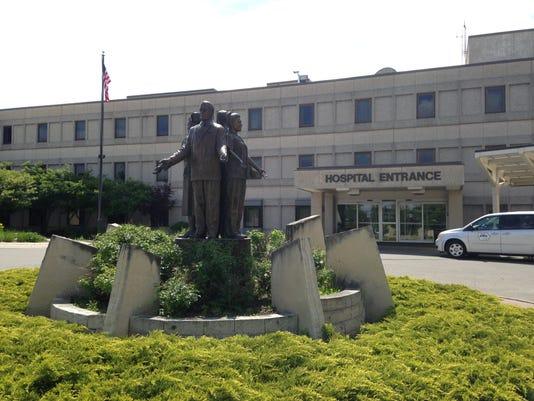 635997082752344554-Marshalltown-hospital-entrance.jpg