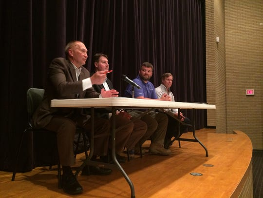 Panelists discuss extending fiber-optic cable lines