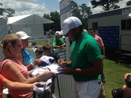 Jhonattan Vegas signs autographs after shooting a 60 Friday at Barbasol Championship.