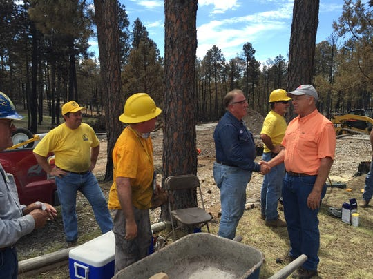 Pearce visits with volunteers from the New Mexico Baptist Convention.