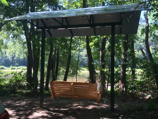 636064246453618792-bench-swing.JPG