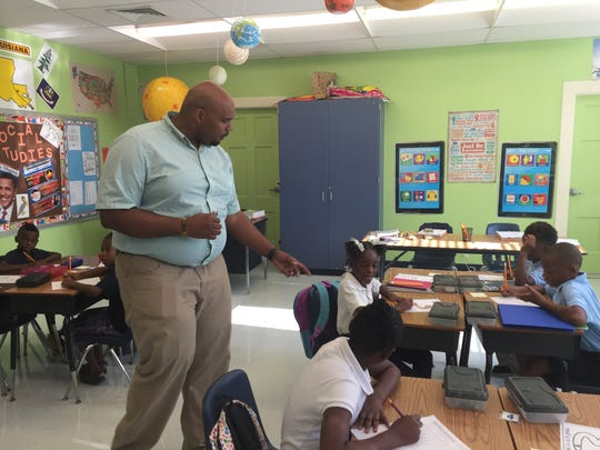 Gary Jackson has his students read sentences about coming back to school out loud Friday at Barkdull Faulk Elementary.