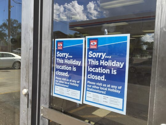 A sign on the door to the Holiday StationStore on East