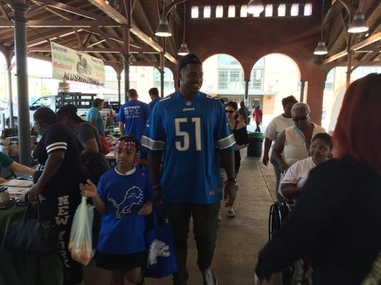 Lions defensive end Brandon Copeland shops with kids