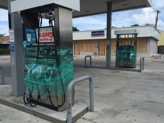 All gas stations on barrier island in St. Lucie County were closed Thursday morning before Hurricane Matthew's arrival.