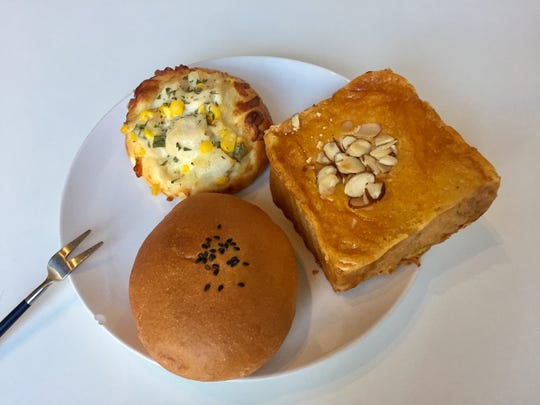 Creamy corn and chicken bread, top, almond thick toast,