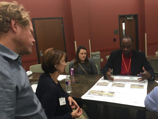 Joe Cains of consulting firm Stantec explains potential design modifications to Interstate 49 at a Community Working Group meeting Nov. 3, 2016, in Lafayette, LA.