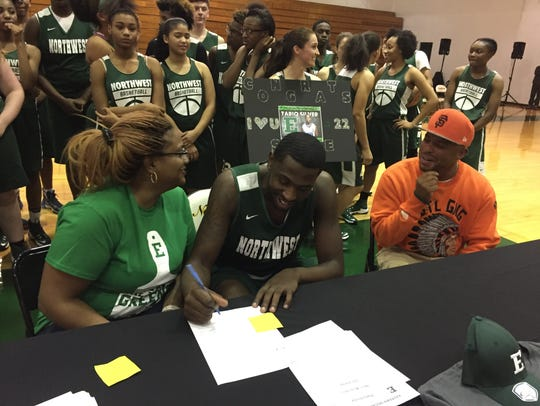 Northwest star Tariq Silver signs his letter to play