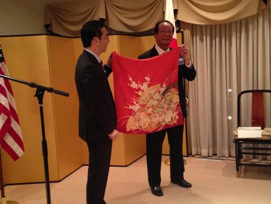 Consul-General Mitsuhiro Wada (left) presents a gift