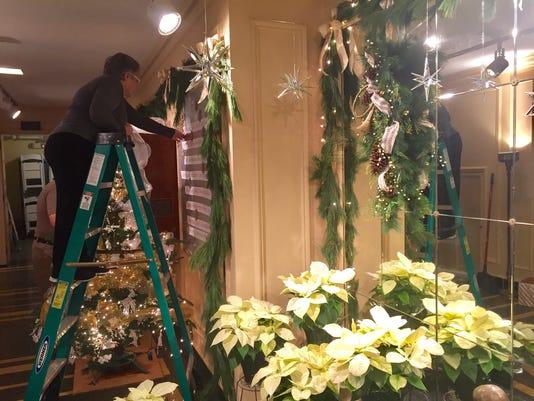 636154177853287355-Kingwood-decorating.jpg