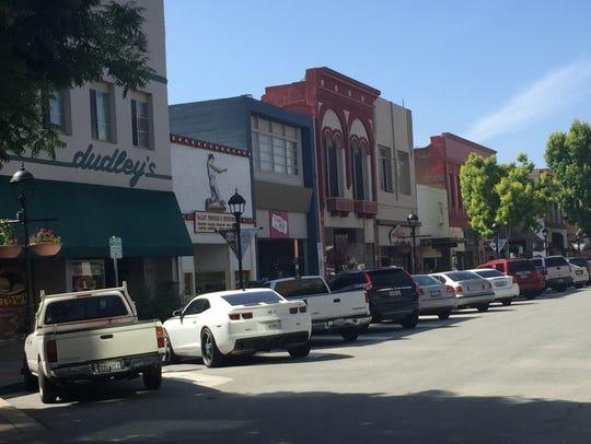 El ayuntamiento de la ciudad de Salinas aprueba aumentos en las tarifas de estacionamiento en el área del Oldtown con lo cual busca atender las pérdidas operativas sostenidas de la ciudad.