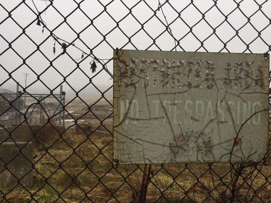no-trespassing-sign-at-coal-ash-site