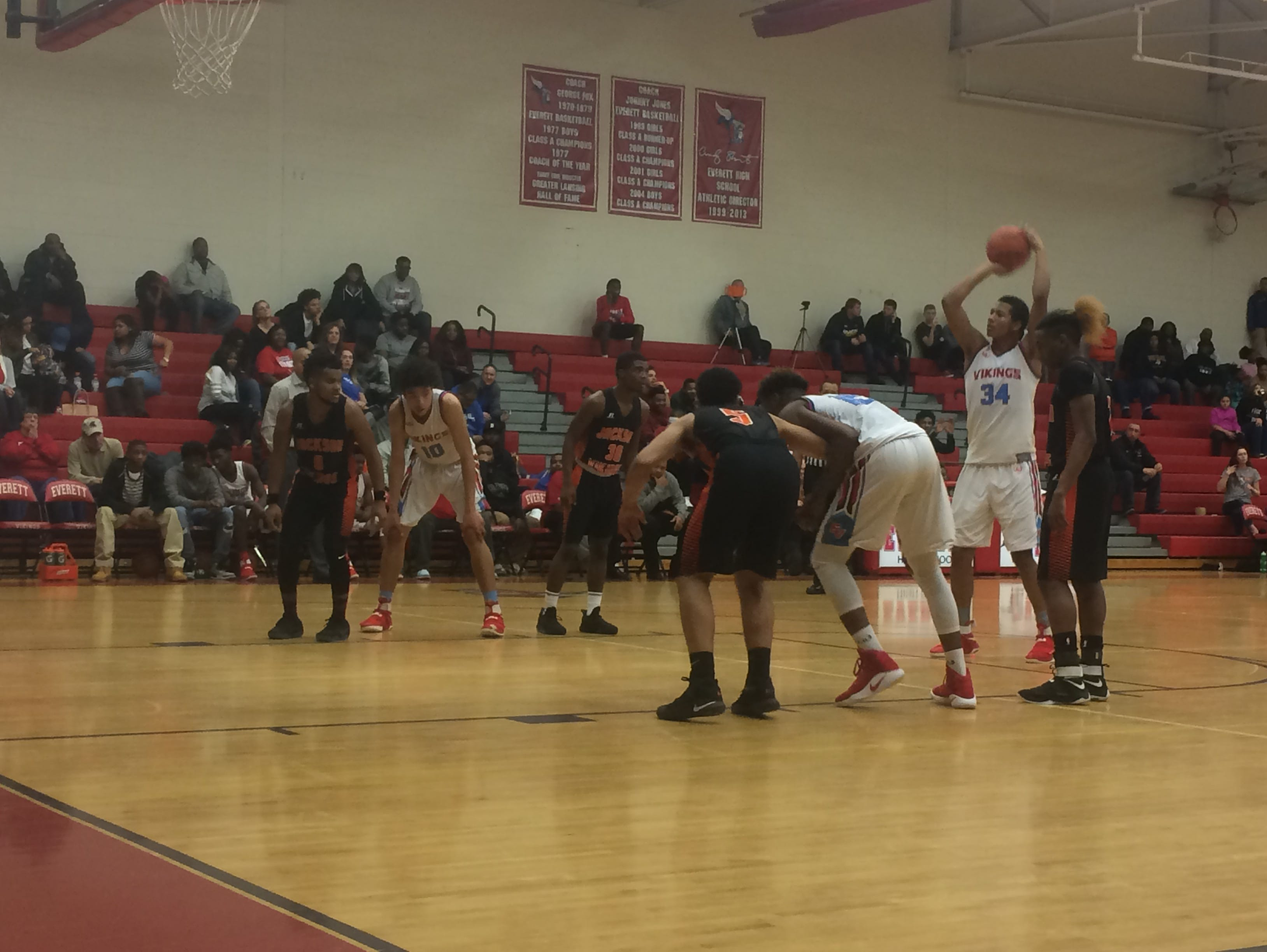 Everett's Diego Robinson attempts a free throw in Friday's win over Jackson.