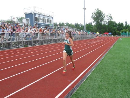 Former St. Johnsbury star runner Hannah Rowe runs at