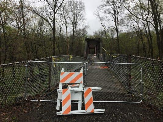 Wallkill_Valley_Rail_Trail_bridge_closed.JPG
