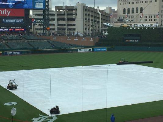 rain delay, tarp, comerica park rain