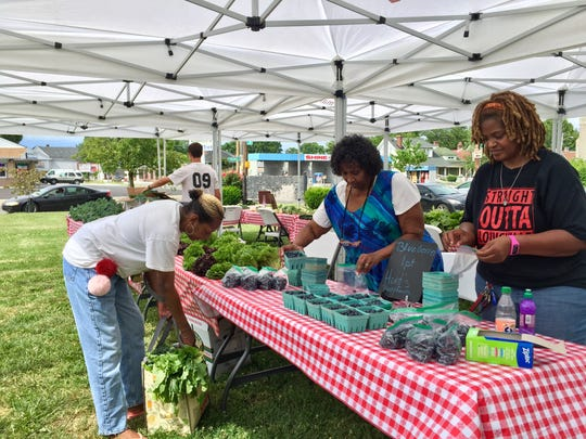 Volunteers set up a Fresh Stop Market in the Parkland