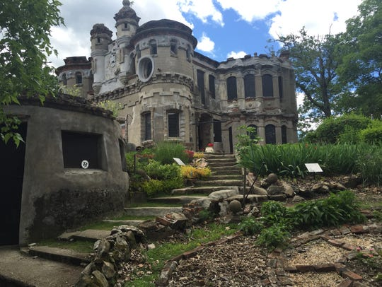 A look at the home on Pollepel Island that Francis