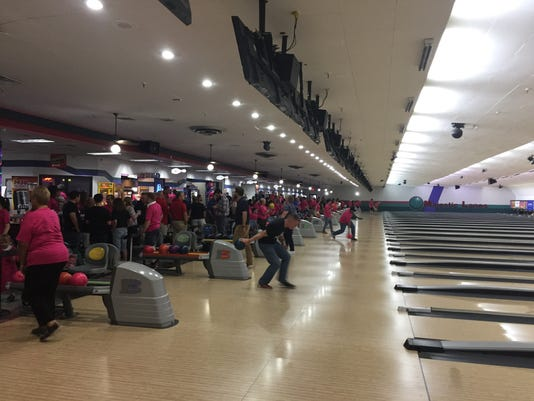 -8th-Bowl-for-Hunger-bowlers.jpg