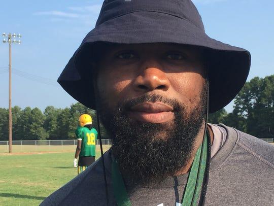Green Oaks coach Terrence Isaac