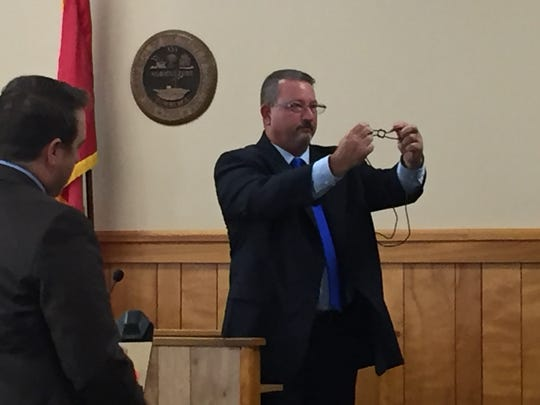 Stewart County Sheriff's Investigator David Evans demonstrates