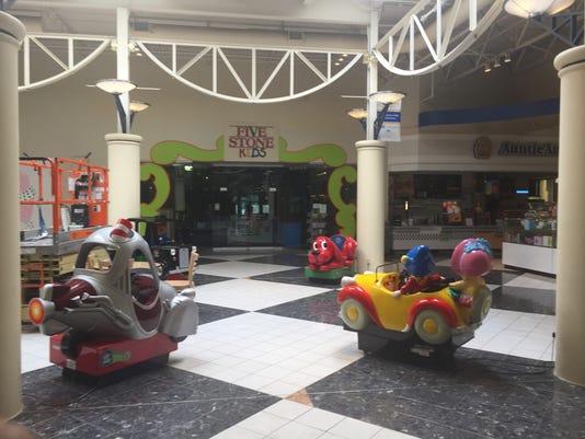 2-082117-ldn-djw-save-mall