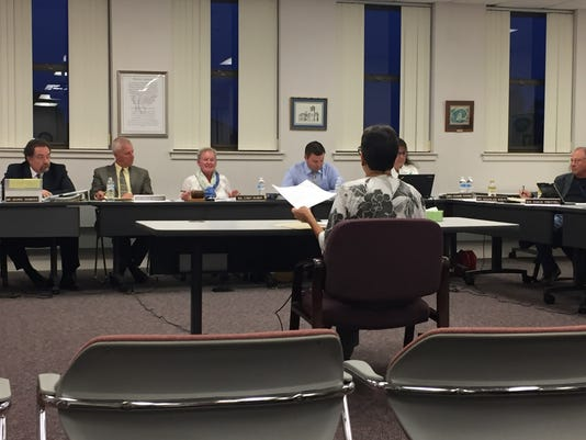 636408303493841753-Spring-Grove-board-meeting.jpg