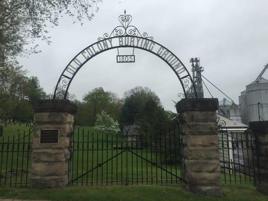 636446224231305000-Cemetery-entrance.JPG