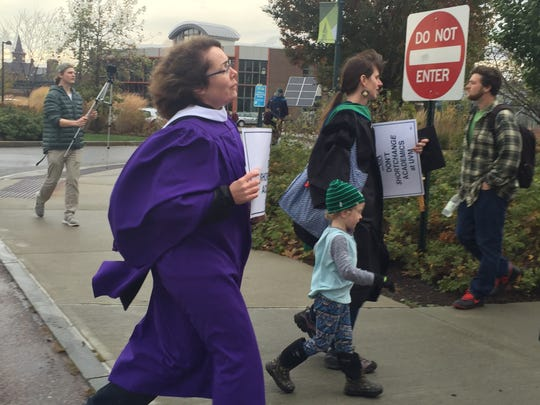UVM faculty union member marched through campus chanting and singing on Nov. 2, 2017 over salary and health care.
