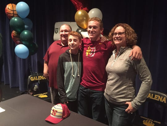 Niko Pezonella, with his family, signed with Northern