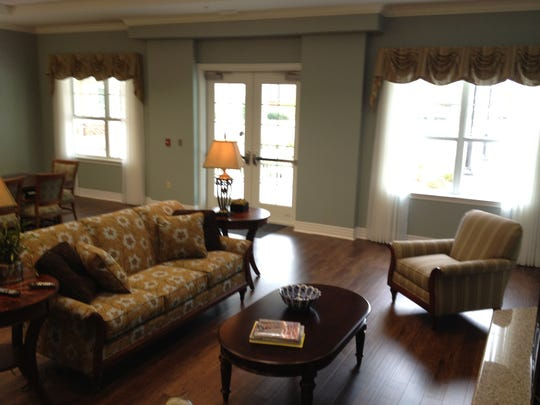 Living room at the Health Center at Live Oak's North Pavilion in Shreveport.