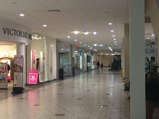 636619343052718295-mall-aisle-scene.JPG