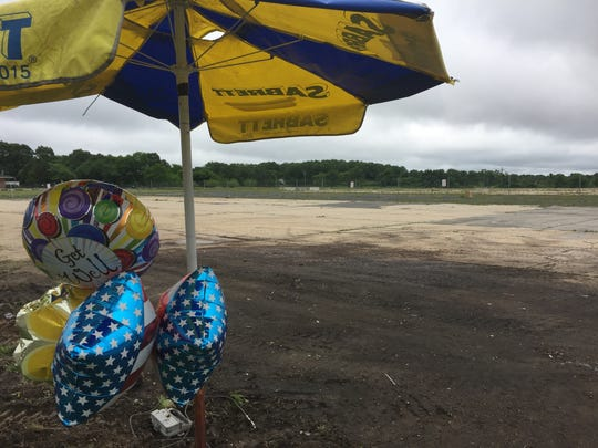 June 13, 2018 Balloons are tied around a Sabrett hot