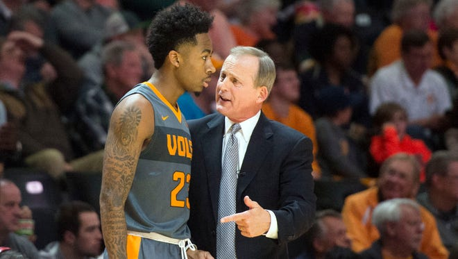 Tennessee coach Rick Barnes talks with Jordan Bowden in the second half of the  game against South Carolina on Jan. 11, 2017.