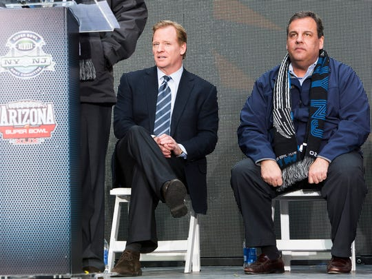 NEW YORK, NY - FEBRUARY 1:  NFL Commissioner Roger Goodell (L) and New Jersey Gov. Chris Christie attend a ceremony for the NFL Super Bowl Host Committee to pass the hosting duties off to Arizona, the site of next year's championship, in Times Square February 1, 2014 in New York City. This Sunday's Super Bowl XLVIII game is between the Seattle Seahawks and the Denver Broncos. (Photo by Christopher Gregory/Getty Images)