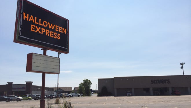 Halloween Express will open in the former Savers building near the Fox River Mall in Grand Chute.